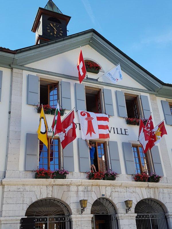Le drapeau jurassien à l'Hôtel de Ville