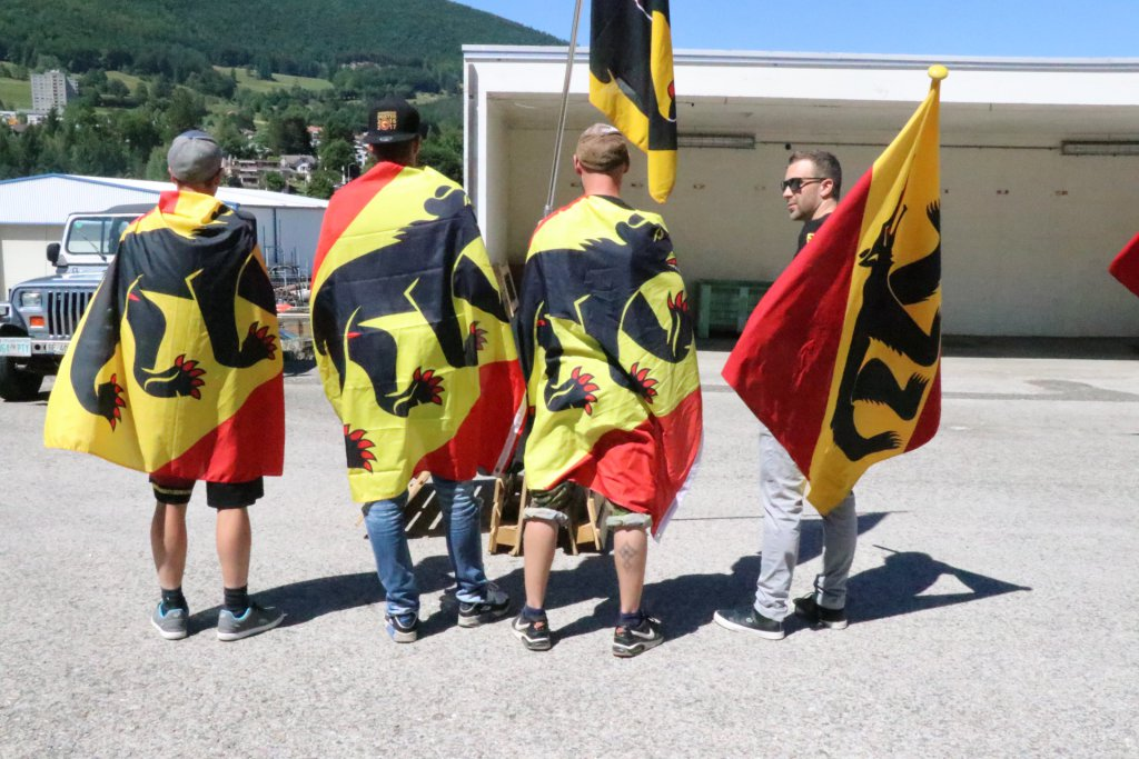 Les anti-séparatistes portent haut les couleurs du canton de Berne